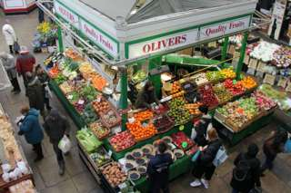 Traditional retail markets and the battle to stay afloat – BBC News